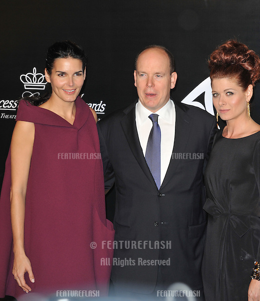 Prince Albert II of Monaco with actresses Debra Messing & Angie Harmon (left) at the 2009 Rodeo Drive Walk of Style Awards which honored Princess Grace of Monaco (posthumous) and French jeweler Cartier..October 22, 2009  Beverly Hills, CA.Picture: Paul Smith / Featureflash