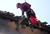 Un pompiere al lavoro per rimuovere alcune tegole pericolanti dal tetto di Porta Ascolana, danneggiata dalla scossa di terremoto di magnitudo 6.5 che ha scosso il centro Italia alle 7,41 del 30 ottobre, a Norcia, 31 ottobre 2016.<br /> A firefighter at work to remove crumbling tiles from the roof of Porta Ascolana, after the magnitude 6.5 earthquake that hit Italy on 30 October, in Norcia, 31 October 2016.<br /> UPDATE IMAGES PRESS/Riccardo De Luca