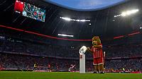 18.08.2017,  Football 1.Liga 2017/2018, 1. match day, FC Bayern Muenchen - Bayer Leverkusen, in Allianz-Arena Muenchen, Die Meisterschale liegt auf der Stele auf dem Platz bereit zur Eroeffnungsfeier. MAscot Berni  *** Local Caption *** © pixathlon<br /> <br /> +++ NED + SUI out !!! +++<br /> Contact: +49-40-22 63 02 60 , info@pixathlon.de