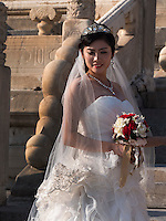 Braut im Kulturpalast der Werktätigen, Peking, China, Asien<br /> Bride in Cultural Palace of the working peopleim, Beijing, China, Asia