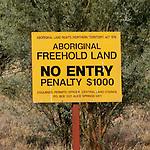 "Panneau ""terrtoire aborigéne"" vers Alice Spring. Territoire du Nord"