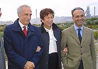 NAPOLI, 11/04/2013 LE AREE DELL'EX ITALSIDER E DELL'EX ETERNIT DI BAGNOLI SONO STATE SEQUESTRATE DAI CARABINIERI NELL'AMBITO DI UN'INDAGINE DELLA PROCURA CHE IPOTIZZA IL REATO DI DISASTRO AMBIENTALE. ..NELLA FOTO  GLI INDAGATI ROCCO PAPA E CARLO BORGOMEO CON AL CENTRO EX SINDACO DI NAPOLI ROSA RUSSO IERVOLINO . FOTO DE LUCA .