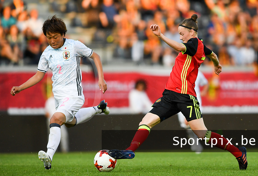 20170613 - LEUVEN ,  BELGIUM : Belgian Elke Van Gorp (r) pictured in action with Japanese Hikari Takagi (left) during the friendly female soccer game between the Belgian Red Flames and JAPAN , a friendly game in the preparation for the European Championship in The Netherlands 2017  , Tuesday 13 th June 2017 at Stadion Den Dreef  in Leuven , Belgium. PHOTO SPORTPIX.BE | DAVID CATRY