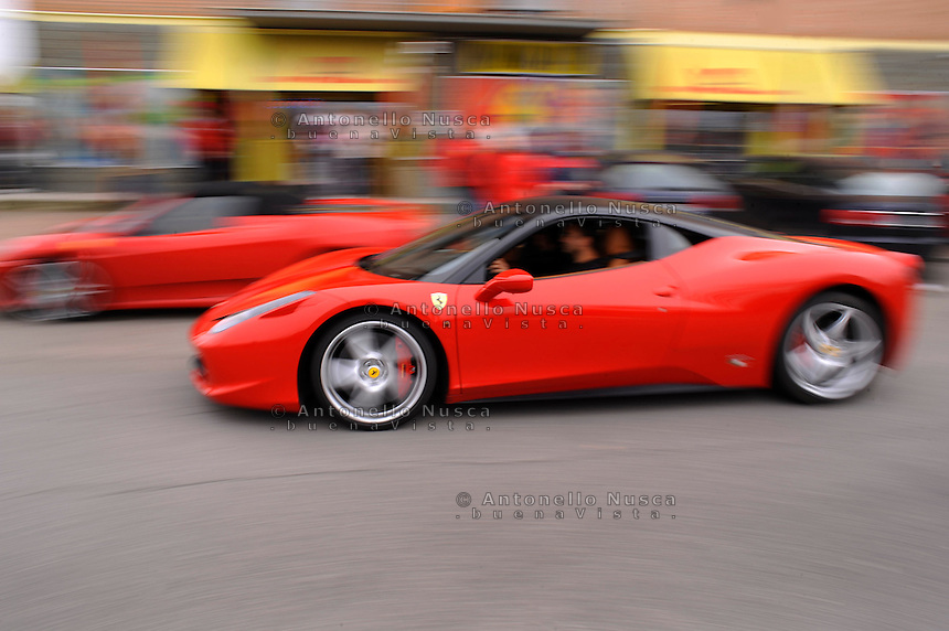 Ferrari nelle strade di Maranello.Ferrari's owners in Maranello.