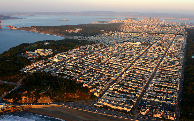October 29, 2005; San Francisco, CA, USA; Aerial view from Ocean beach and the Sunset neighborhood to downtown San Francisco, CA. Photo by: Phillip Carter