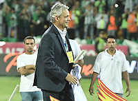 MEDELLÍN -COLOMBIA - 18-06-2017: Reinaldo Rueda técnico de Atlético Nacional sonrie como campeón de la Liga Aguiila I 2017 después del partido de vuelta con Deportivo Cali  por la final de la Liga Águila I 2017 jugado en el estadio Atanasio Girardot de la ciudad de Medellín. / Reinaldo Rueda coach of Atletico Nacional smiles as champion of the Liga Aguila I 2017 after the second leg match against Deportivo Cali  for the final of the Aguila League I 2017 at Atanasio Girardot stadium in Medellin city. Photo: VizzorImage / Gabriel Aponte / Staff
