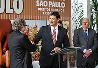 SAO PAULO, SP, 11 JANEIRO 2013 - POSSE SECRETARIO DIREITO HUMANOS - Prefeito Fernando Haddad (c ) durante cerimônia de posse do secretário Rogério Sotilli (e) que assume o lugar de Jose Gregorio (e) como Presidente da Comissão de Direitos Humanos do Município de São Paulo. A cerimonia realizada na manha desta sexta-feira(11) no jardim interno do Pátio do Colégio na Rua Bela Vista regiao central de Sao Paulo. (FOTO: AMAURI NEHN / BRAZIL PHOTO PRESS).