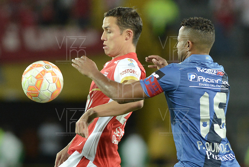 BOGOTÁ - COLOMBIA -29-09-2015: Luis Manuel Seijas (Izq) jugador de Independiente Santa Fe (COL) disputa el balón con Pedro Quiñonez (Der) jugador de Emelec (ECU) durante partido de vuelta por octavos de final, llave C, de la Copa Sudamericana 2015 jugado en el estadio Nemesio Camacho El Campín de la ciudad de Bogota./ Luis Manuel Seijas (L) player of Independiente Santa Fe (COL) vies for the ball with Pedro Quiñonez (R) player of Emelec (ECU) during the second leg match for the knockout stages, key C, of the Copa Sudamericana 2015 played at Nemesio Camacho El Campin stadium in Bogota city.  Photo: VizzorImage/ Gabriel Aponte /Staff