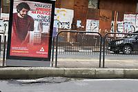 CAMPINAS, SP, 10.10.2018: TRANSPORTE-SP - Ponto de onibus na avenida Irmã Serafina em Campinas, após licitação o ponto recebeu propagandas, porém não foram feitas melhorias no local. (Foto: Luciano Claudino/Código91)