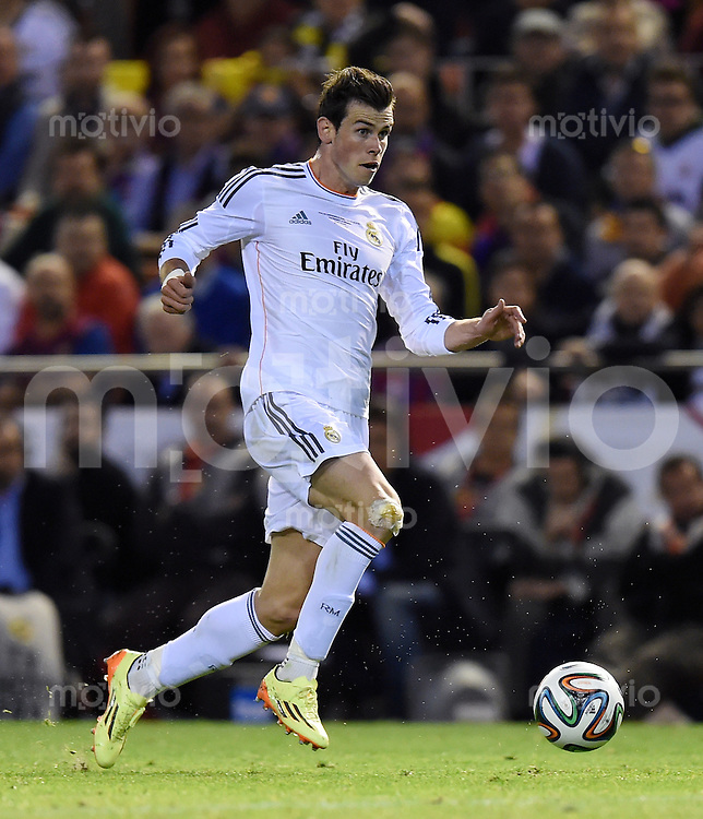 FUSSBALL  INTERNATIONAL Copa del Rey FINALE  2013/2014    FC Barcelona - Real Madrid            16.04.2014 Gareth Bale (Real Madrid) am Ball
