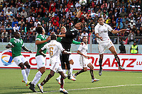 CAJAMARCA - PERU - 20-08-2014: Rafael Farfan (Izq.) jugador de Universidad Tecnologica de Cajamarca de Peru, disputa el balon con Luis Hurtado (Cent.) portero de Deportivo Cali de Colombia, durante partido de ida de la primera fase, llave G13 de la Copa Total Suramericana entre Universidad Tecnologica de Cajamarca de Peru y Deportivo Cali de Colombia en el estadio Héroes de San Ramón, de la ciudad de Cajamarca. / Rafael Farfan (L) player of Universidad Tecnologica de Cajamarca de Peru, vies for the ball with Luis Hurtado (C) goalkeeper of Deportivo Cali of Colombia, during a match for the first round, of the first phase, Key G13 Universidad Tecnologica de Cajamarca of Peru and Deportivo Cali of Colombia, of the Copa Total Suramericana in the Héroes de San Ramón, Stadium in Cajamarca city. Photos: Libero de Lima / Photogamma / VizzorImage.