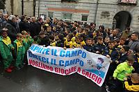 "NAPOLI, ITALIA, 23.12.2018 - PROTESTO-ITALIA - Flash Mob de clubes esportivos para a reabertura do estádio ""Sabatino De Rosa"" em Arzano na Italia neste domingo, 23. (Foto: Salvatore Esposito/Brazil Photo Press)"