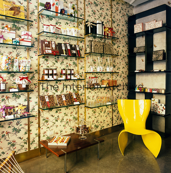 Lula, a chocolate shop in Milan, is a cross between the tradition of the classic confectioner's of yesteryear and a concept made up of a cool blend of colors and contemporary symbols. It is an elegant treasure trove that combines pieces of Fifties and Sixties vintage furniture with neo-pop floral décor.