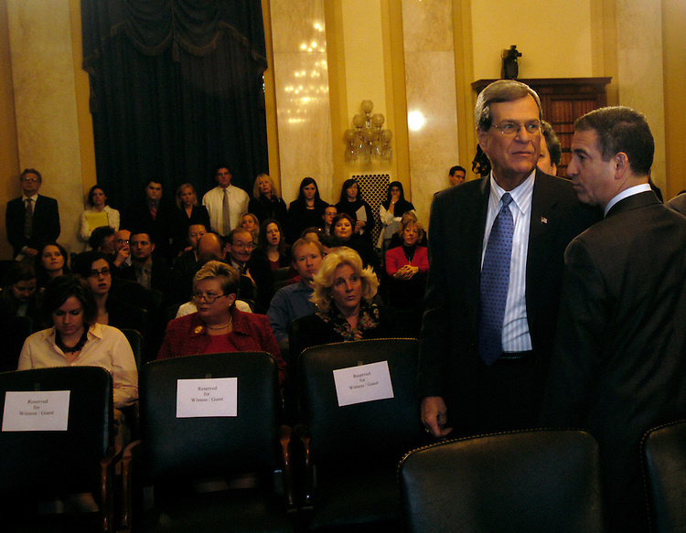 Chairman Trent Lott, R-Ms., and Sen. Russell Feingold, D-Wi., before a Senate Rules full committee hearing on lobbying reform..