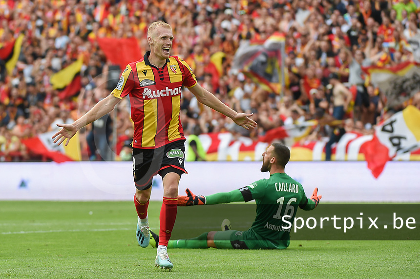 20190803 - LENS , FRANCE : Lens player Gaetan Robail pictured during the celebrating of his goal during the soccer match between Racing Club de LENS and En Avant Guingamp , on the second matchday in the French Dominos pizza Ligue 2 at the Stade Bollaert Delelis stadium , Lens . Saturday 3 th August 2019 . PHOTO DIRK VUYLSTEKE | SPORTPIX.BE