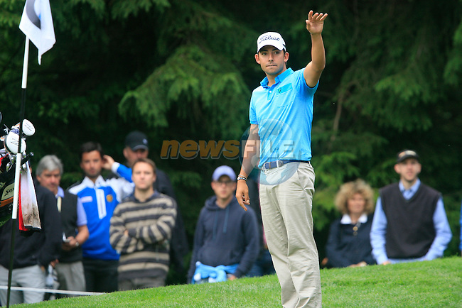 Pablo Larrazabal (ESP) calls for a referee and looks for relief from a sprinkler head on the 16th green during of Day 3 of the BMW International Open at Golf Club Munchen Eichenried, Germany, 25th June 2011 (Photo Eoin Clarke/www.golffile.ie)