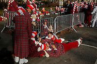 Revellers wait the start of the 89th Macy's Thanksgiving Annual Day Parade in the Manhattan borough of New York.  11/26/2015. Eduardo MunozAlvarez/VIEWpress
