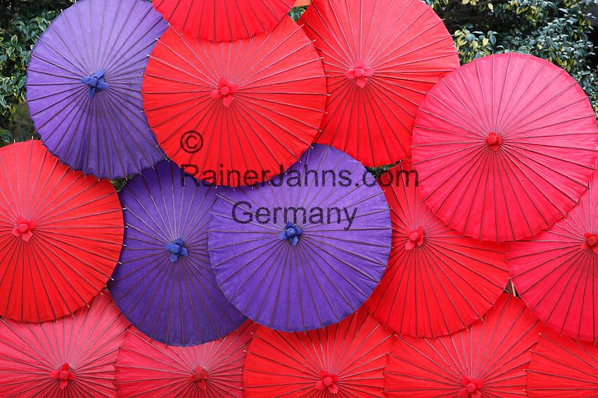 Japan, West Honshu, Kansai, Kyoto: Colourful Japanese umbrellas | Japan, West-Honshu, Kansai, Kyoto: farbige, japanische Papierschirme