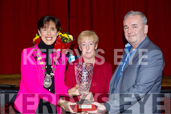 Cllr: Norma Foley, Mayor of Tralee makes a Special presentation to Catherine Dolan to honour the occasion of her retirement . L to r, Cllr: Norma Foley (Mayor of Tralee), Catherine Dolan and Frank Hartnett (Tralee Municipal District) in the CBS Primary school.