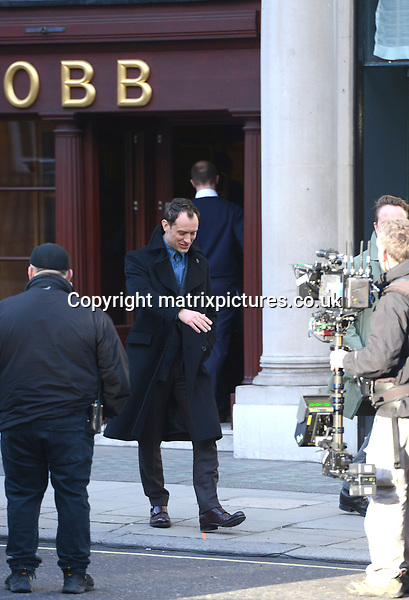 NON EXCLUSIVE PICTURE: PERRY SMYLEE / MATRIXPICTURES.CO.UK<br /> PLEASE CREDIT ALL USES<br /> <br /> WORLD RIGHTS<br /> <br /> English actor, film producer and director Jude Law is pictured filming on location in London.<br /> <br /> FEBRUARY 26th 2014<br /> <br /> REF: PSE 141032