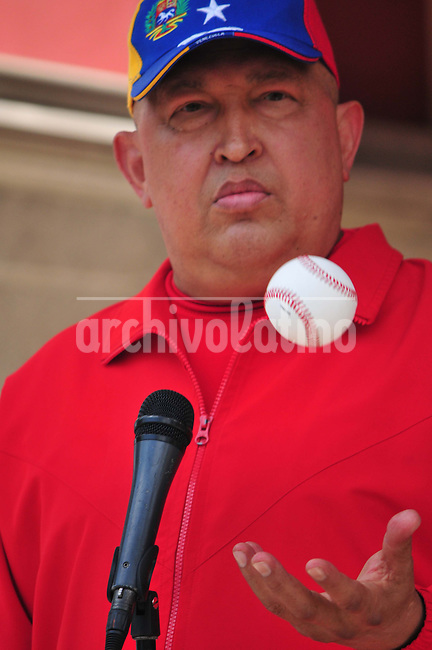 Venezuela: Caracas,29/09/11 .President of Venezuela Hugo Chavez, play with a baseball ball, as answering questions of journalists at the Palacio de Miraflores on an article about his alleged gravity in a newspaper published in Miami..Carlos Hernandez/Archivolatino