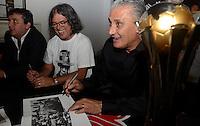 SAO PAULO SP, 16.12.2013 -  Fotografo Daniel Augusto Jr lanca livro em homenagem ao Tecnico Tite no Memorial do Corinthians na zona leste de Sao Paulo.  (FOTO: ALAN MORICI / BRAZIL PHOTO PRESS).