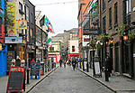 Pubs and restaurants line street in the Temple Bar area, Dublin city centre, Ireland, Republic of Ireland