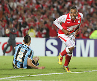 BOGOTA - COLOMBIA- 16 -05-2013:  Wilder Medina  jugador de  Santa Fe de Colombia   celebra su gol  contra  Gremio de Brasil durante   partido en el estadio El Campín de la ciudad de Bogotá, mayo 16  de 2013. partido por la  Copa Bridgestone  Libertadres de America. (Foto: VizzorImage / Felipe Caicedo / Staff).Player Wilder Medina  Santa Fe of Colombia celebrates his goal against Gremio of Brazil during game at El Campin in Bogota, May 16, 2013. Bridgestone Cup match Libertadores of America .  (Foto: VizzorImage / Felipe Caicedo / Staff).