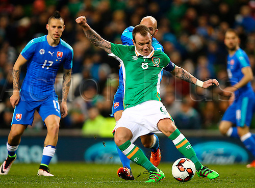 29.03.2016. Aviva Stadium, Dublin, Ireland. International Football Friendly Rep. of Ireland versus Slovakia. Glen Whelan (Rep. of Ireland) plays the ball under pressure.