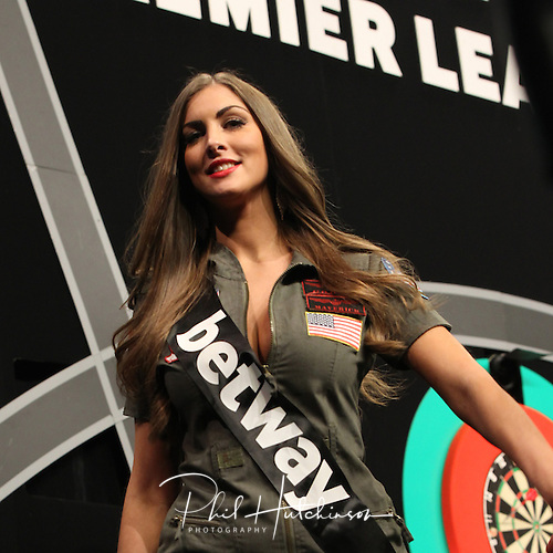 10.03.2016. Motorpoint Arena, Nottingham, England. Betway PDC Premier League Darts. Night 6.  Darts player support