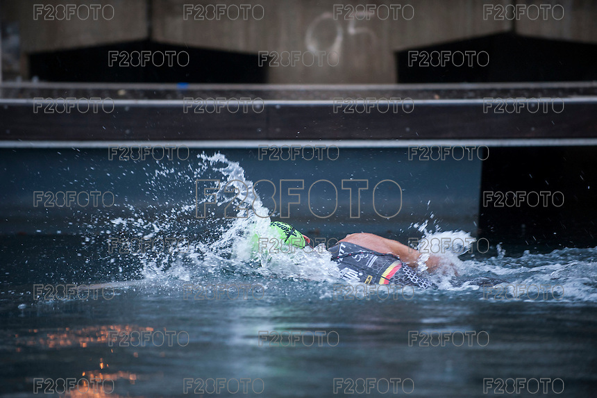 VALENCIA, SPAIN - SEPTEMBER 6: Elimio Aguayo during Valencia Triathlon 2015 at port of Valencia on September 6, 2015 in Valencia, Spain
