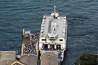 RIO DE JANEIRO, RJ, 30 JULHO 2012 - BARCAS RIOXNITEROI- Movimentacao nas Barcas RioxNiteroi na tarde desta segunda-feira, dia 30, no centro do rio.(FOTO:MARCELO FONSECA / BRAZIL PHOTO PRESS).