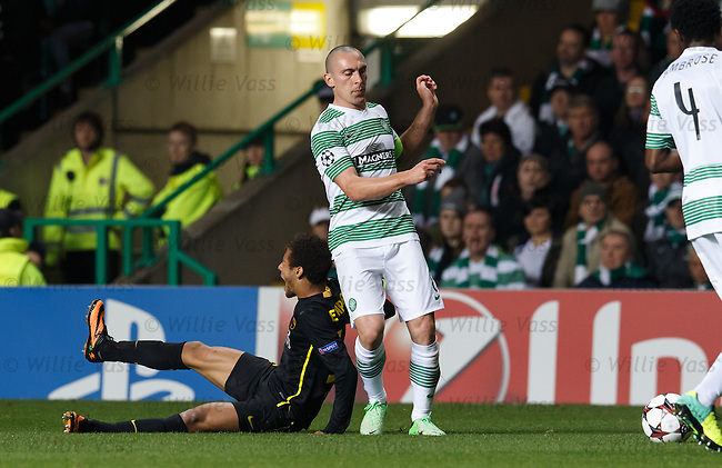 Scott Brown gets a straight red card for kicking Neymar