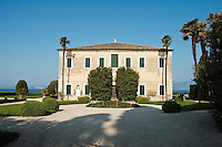 Italy, Veneto, Lake Garda, near Garda, Punta San Vigilio: Villa Guarienti Brenzone | Italien, Venetien, Gardasee, bei Garda, Punta San Vigilio: Villa Guarienti Brenzone