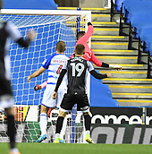 30th September 2017, Madejski Stadium, Reading, England; EFL Championship football, Reading versus Norwich City; Cameron Jerome of Norwich City's header beats Vito Mannone of Reading to score Norwich City's second goal in the 52nd minute for 1-2