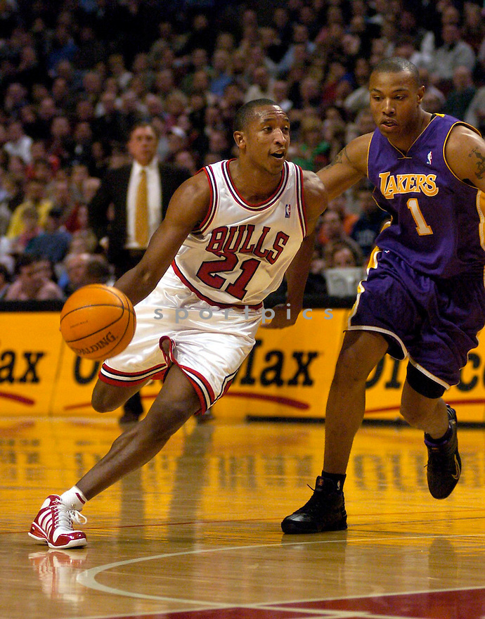 Chris Duhon during the Chicago Bulls v. Los Angeles Lakers game on December 1, 2004..Bulls win 92-84..Chris Bernacchi/ SportPics