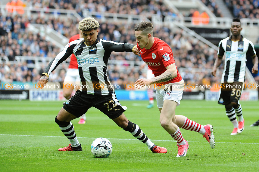 DeAndre Yedlin of Newcastle United battles with Ryan Kent of Barnsley during Newcastle United vs Barnsley, Sky Bet EFL Championship Football at St. James' Park on 7th May 2017