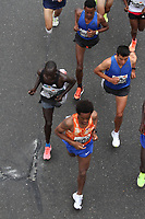 BOGOTA - COLOMBIA - 30 - 07 - 2017.El etíope Feyisa Lilesa fue el ganador de  la media maraton de Bogotá en su edición número 18   en la que participaron más de 43.000 atletas. . / Ethiopian Feyisa Lilesa was the winner of the Bogotá Half Marathon in its 18th edition in which more than 43,000 athletes participated. Photo: VizzorImage  / Felipe Caicedo  / Staff