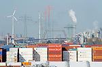 GERMANY Hamburg, harbour and Nordex wind turbine of urban energy company Hamburg Energy a daughter of Hamburg Water / DEUTSCHLAND Hamburg, Hafen und Nordex Windkraftanlagen des kommunalen Energieversorger Hamburg Energie, ein Tochterunternehmen von Hamburg Wasser