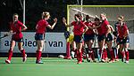 AMSTELVEEN  - Lieke van Wijk (Lar) heeft gescoord,  , hoofdklasse hockeywedstrijd dames Pinole-Laren (1-3). links Elin van Erk (Lar) met Joelle Ketting (Lar)  en Bente van der Veldt (laren)COPYRIGHT  KOEN SUYK