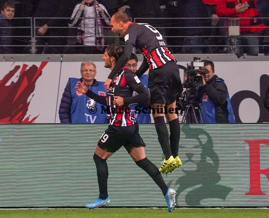 celebrate the goal, Torjubel zum 2:0 Goncalo Paciencia (Eintracht Frankfurt), Bas Dost (Eintracht Frankfurt)- 18.10.2019: Eintracht Frankfurt vs. Bayer 04 Leverkusen, Commerzbank Arena, <br /> DISCLAIMER: DFL regulations prohibit any use of photographs as image sequences and/or quasi-video.