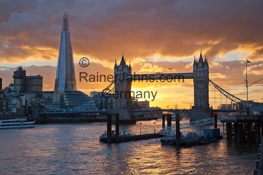 Grossbritannien, England, London: The Shard, die Themse und die Tower Bridge bei Sonnenuntergang | Great Britain, England, London: The Shard and Tower Bridge on the River Thames at sunset