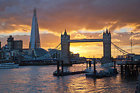 Grossbritannien, England, London: The Shard, die Themse und die Tower Bridge bei Sonnenuntergang | Great Britain, England, London: The Shard and Tower Bridge on the River Thames at sunset