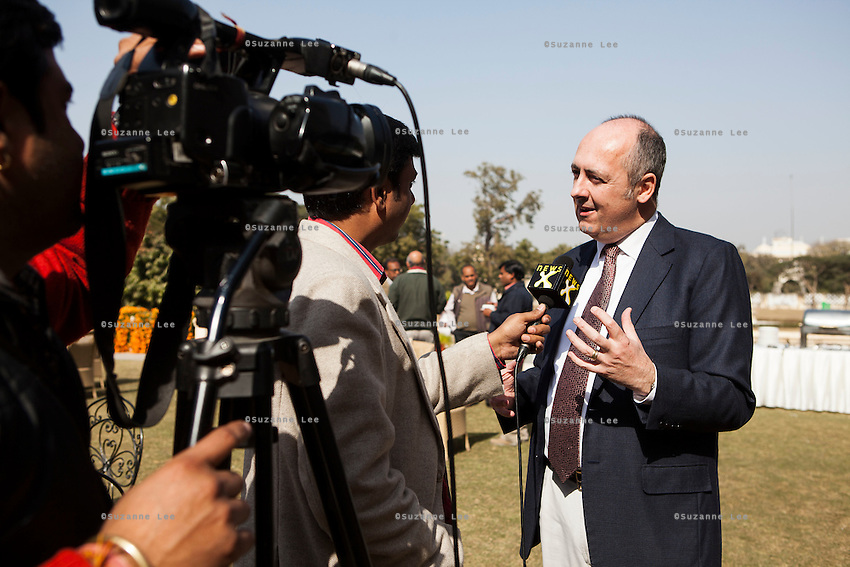 Dr. Lachlan Strahan (Australian High Commissioner to India) gives an interview to a media channel during lunch after a press conference on Oz Fest in Raj Mahal Palace hotel, Jaipur, India on 10th January 2013. Photo by Suzanne Lee/DFAT