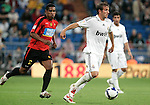 Real Madrid's Rafael van der Vaart against Mallorca's Cleber Santana during La Liga match. May 24, 2009. (ALTERPHOTOS/Alvaro Hernandez)