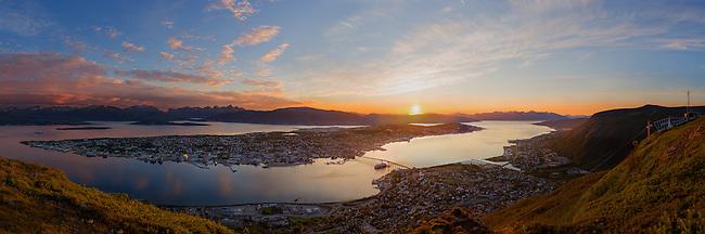 A very high resolution panorama of Troms&oslash; shot late July 2013.<br /> <br /> The original image is 4 Gigapixels and can be seen in here: http://www2.arcticlightphoto.no/pano/msc/<br /> <br /> Et sv&aelig;rt h&oslash;yoppl&oslash;selig og detaljert panorama over Troms&oslash;. Kan f&aring;s i st&oslash;rrelser opp til 130cm x 390cm, eller p&aring; tapet. Ta kontakt.