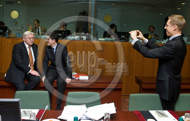 BRUSSELS - BELGIUM - 11 DECEMBER 2008 --  EU Summit hosted by the French Presidency. -- Frank-Walter STEINMEIER (le), Minister of Foreign Affairs of Germany with David MILIBAND Minister of Foreign Affairs for the UK while Alexander STUBB, Minister of Foreign Affairs for Finland takes a photo with his mobile.  -- PHOTO: JUHA ROININEN / EUP-IMAGES