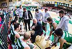 S&ouml;dert&auml;lje 2014-04-15 Basket SM-Semifinal 5 S&ouml;dert&auml;lje Kings - Uppsala Basket :  <br /> tr&auml;nare headcoach coach Vedran Bosnic under en timeout i matchen med spelare i S&ouml;dert&auml;lje Kings <br /> (Foto: Kenta J&ouml;nsson) Nyckelord:  S&ouml;dert&auml;lje Kings SBBK Uppsala Basket SM Semifinal Semi T&auml;ljehallen
