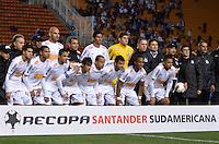 ATENÇÃO EDITOR: FOTO EMBARGADA PARA VEÍCULOS INTERNACIONAIS - SÃO PAULO, SP, 26 DE SETEMBRO DE 2012 - FINAL DA RECOPA SULAMERICANA - SANTOS x UNIVERSIDAD DE CHILE: Jogadores do Santos durante partida Santos x Universidad de Chile, válida final da Recopa Sulamericana no Estádio do Pacaembú em São Paulo. FOTO: LEVI BIANCO - BRAZIL PHOTO PRESS