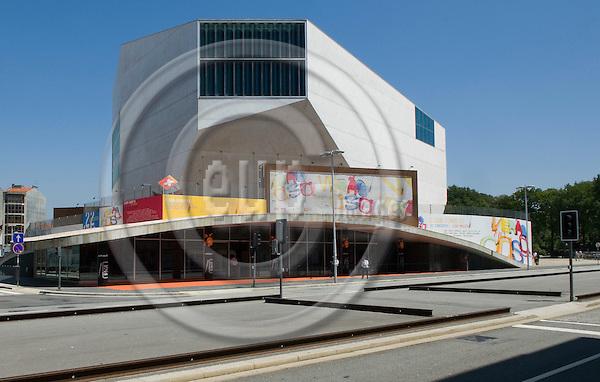Oporto-Portugal, July 30, 2009 -- Casa da Musica (Música), concert hall designed by i.a. Dutch architect Rem Koolhaas ; architecture, tourism, lndscape -- Photo: Horst Wagner / eup-images